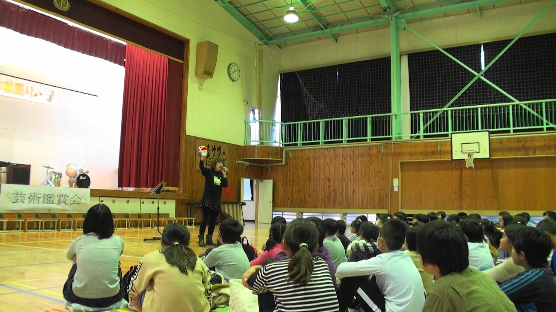 小張小学校での発声指導